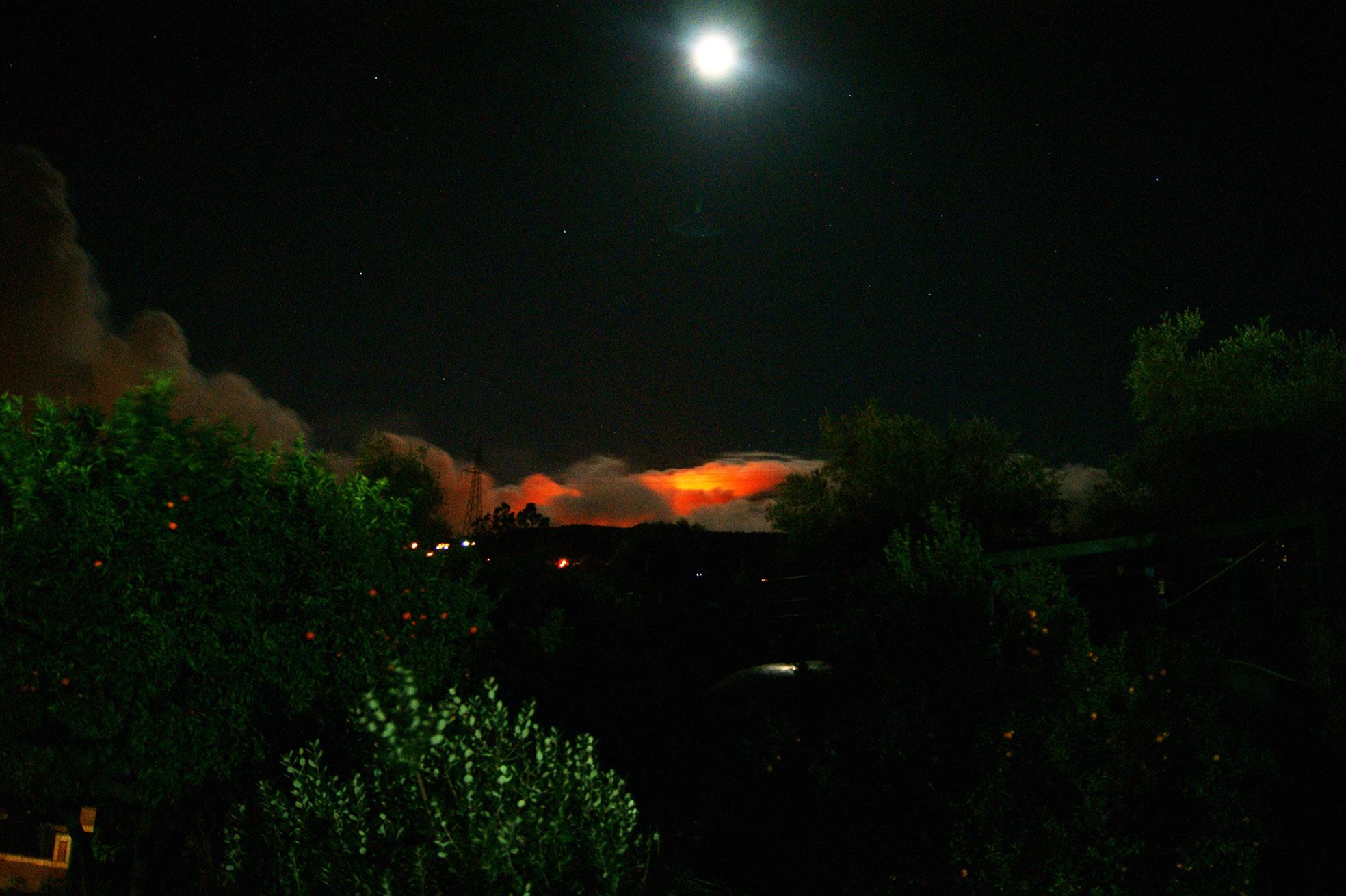 Этна-и-луна