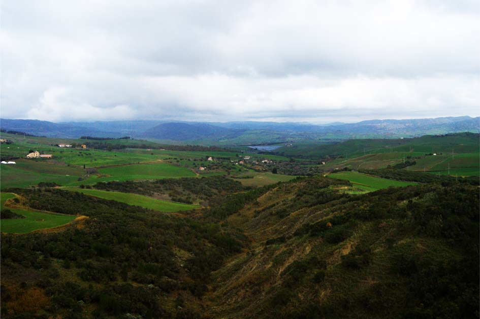 горы, поля на Сицилии