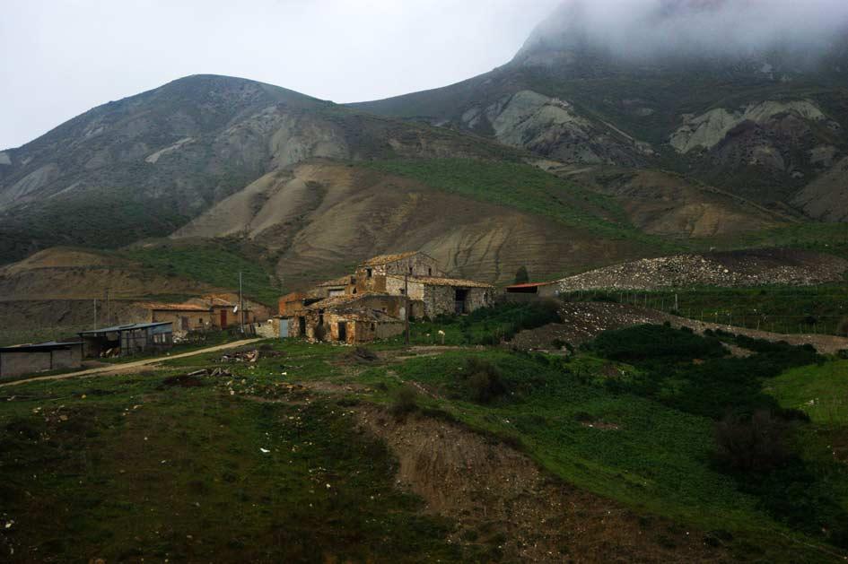 фермерский дом в горах сицилии