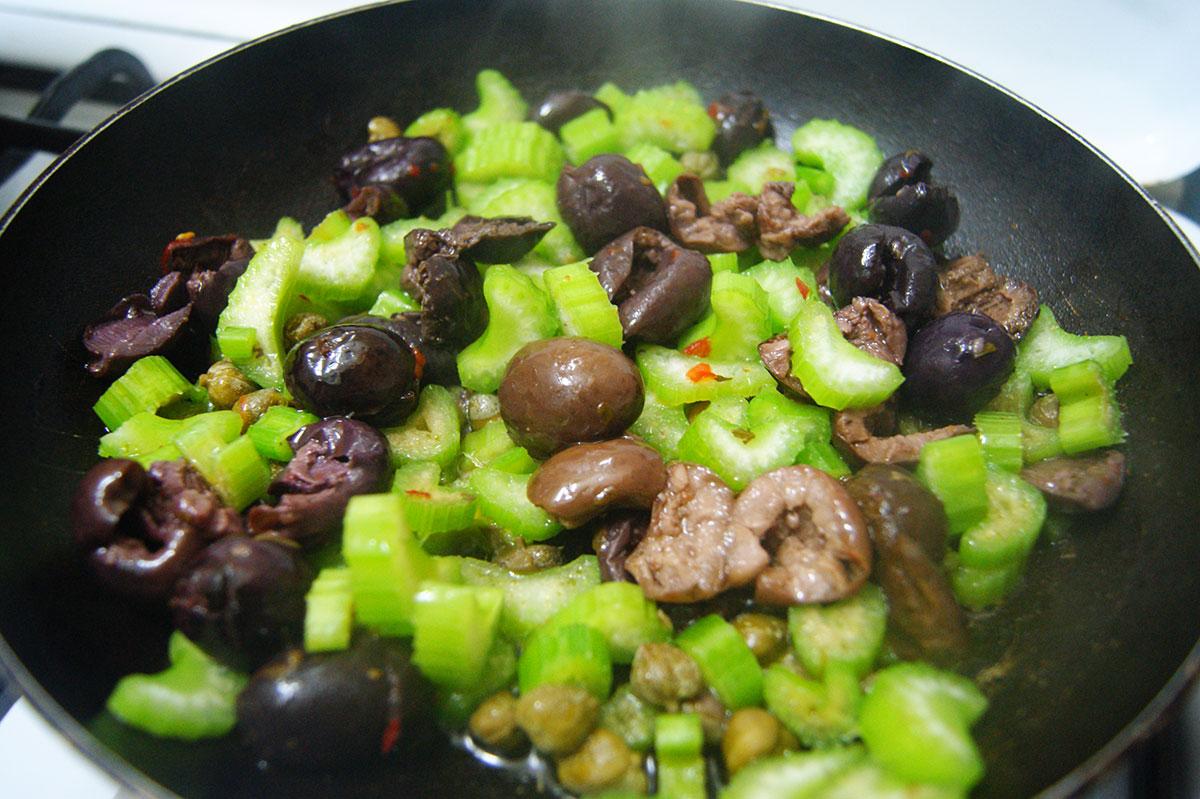 kaponata-selderej-olivki-kapersy