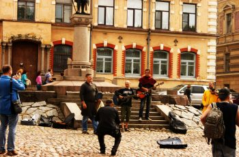 Музыканты, погружают в атмосферу ирландского средневековья