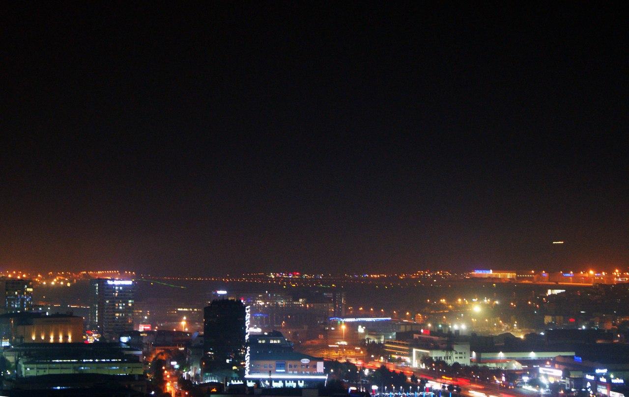 Ночной Стамбул из окна Hilton Garden