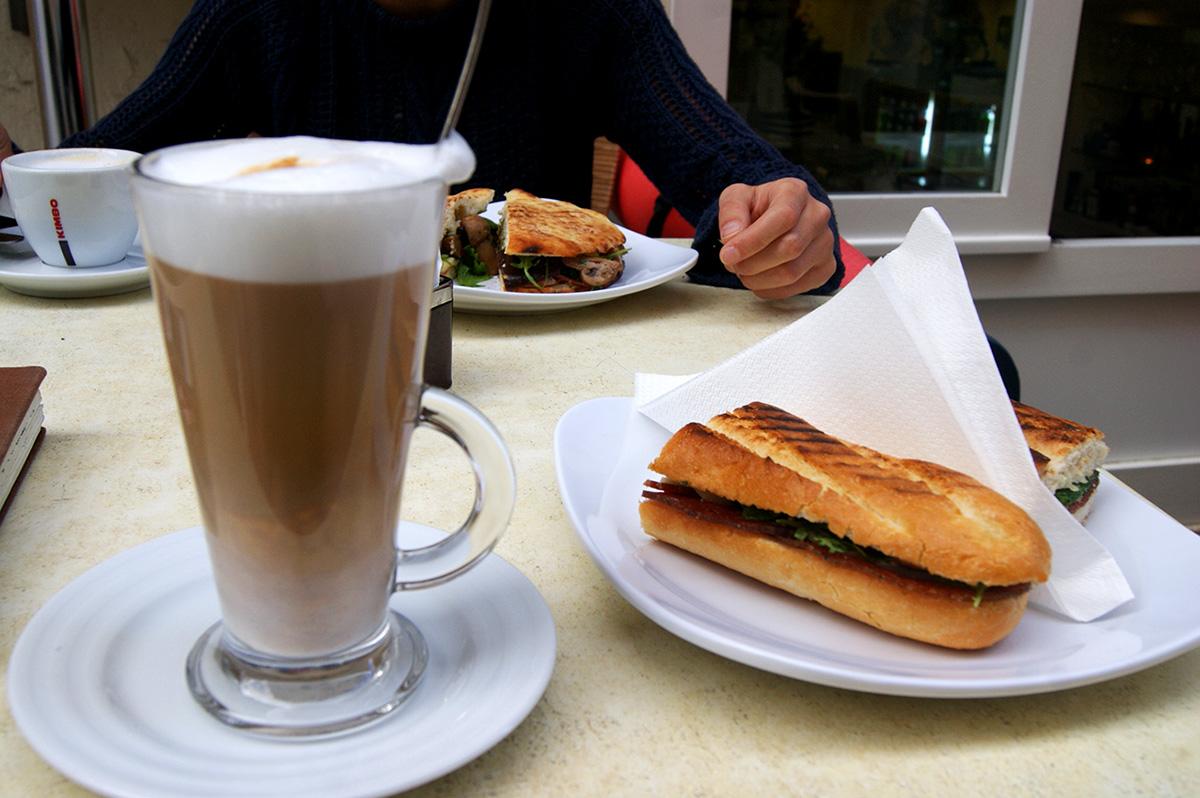 панини-и-кофе