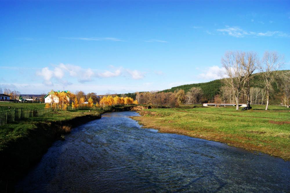 Река Усолка. Здесь купаются летом, хотя течение сильное и вода очень холодная.