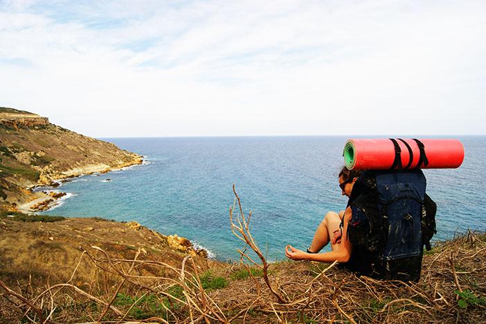 На берегу моря лучше сидеть, чем идти