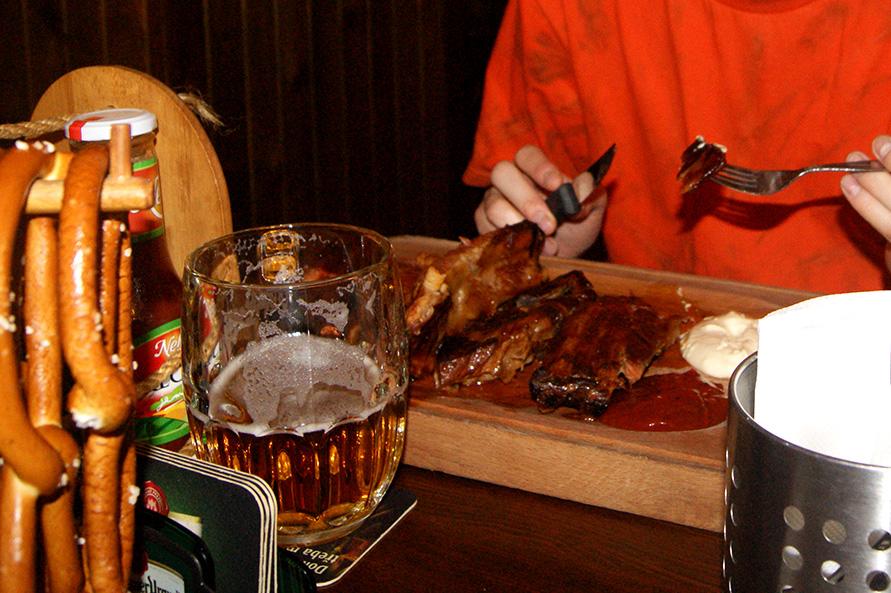 рогалики,-пиво-и-мясо