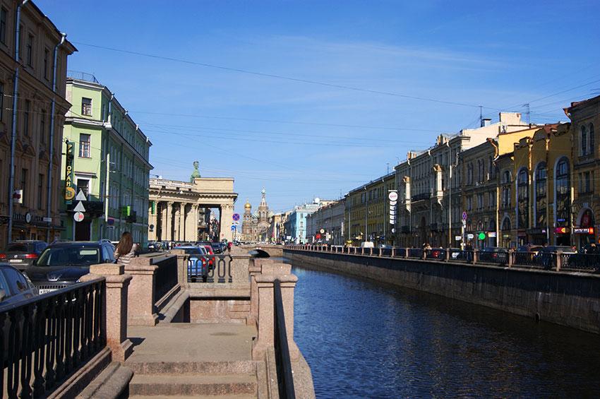 Канал-Грибоедова,-вид-на-угол-Казанского-собора-и-Спас-на-Крови