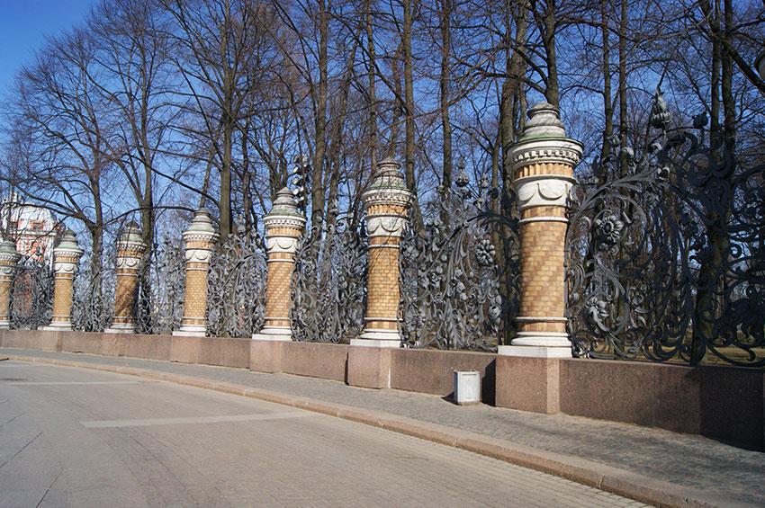 #ограда-михайловского-сада